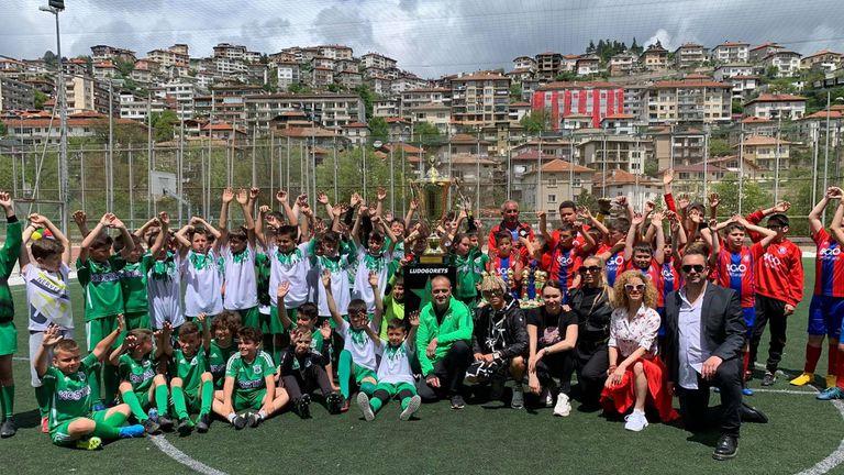 Ренета Камберова и шампионската купа на Лудогорец зарадваха младежи в Смолян
