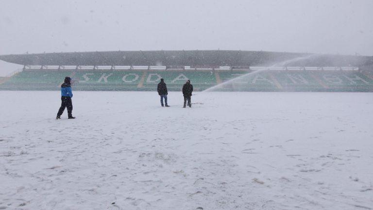 Сняг отложи мача между Бербатов и Хичо