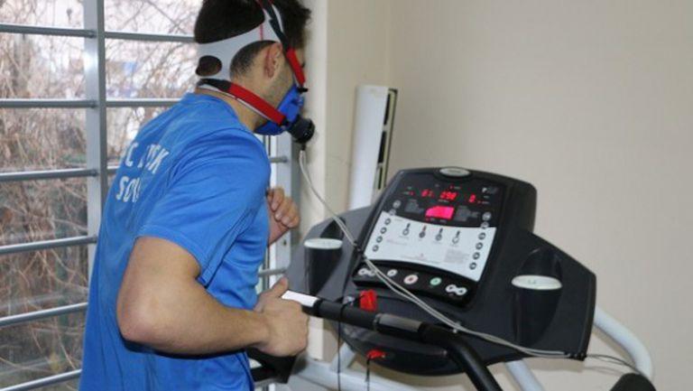 Футболистите на Левски започнаха медицинските тестове (видео)
