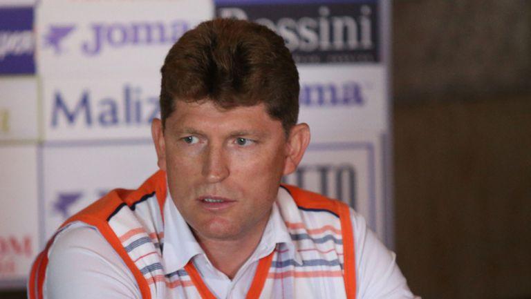 """Стойчо Стоилов: Левски винаги се крие зад декларацийки, има надежди да сме в """"А"""" група"""