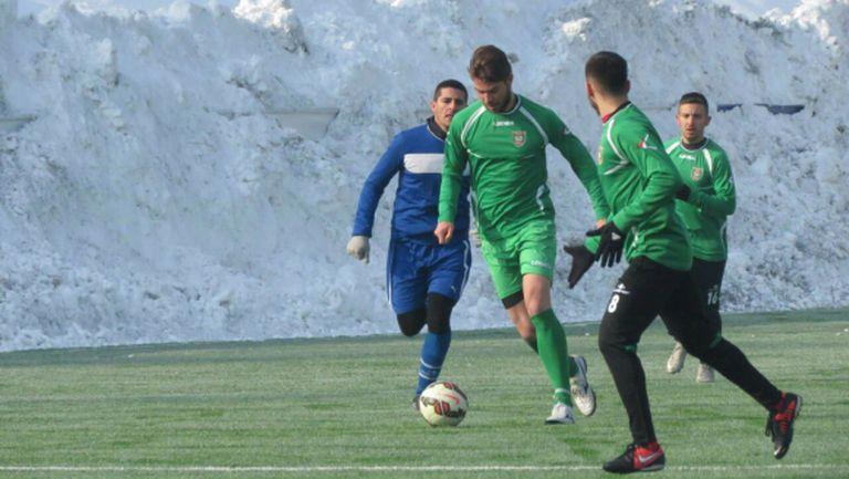 Ботев (Враца) стартира с победа - 30 фенове подкрепят тима в София