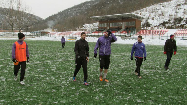 Бончо Генчев дебютира с равенство начело на Етър