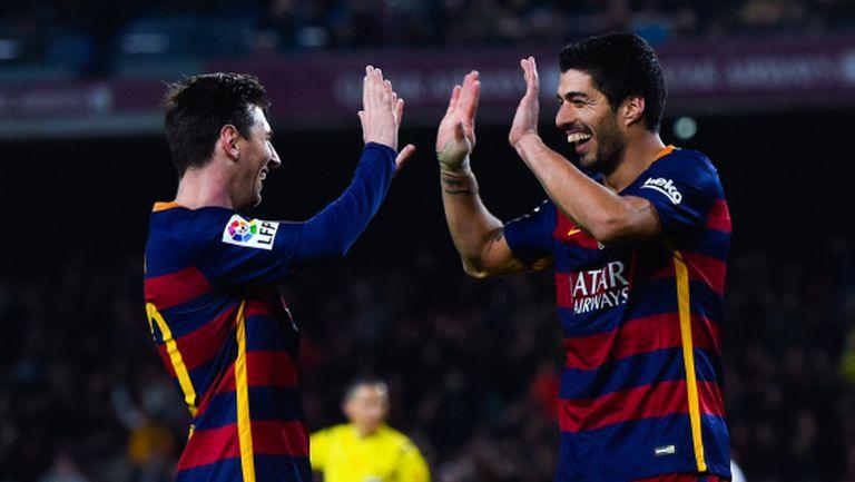 Кой прибра топката след мача - Суарес или Меси? (видео)
