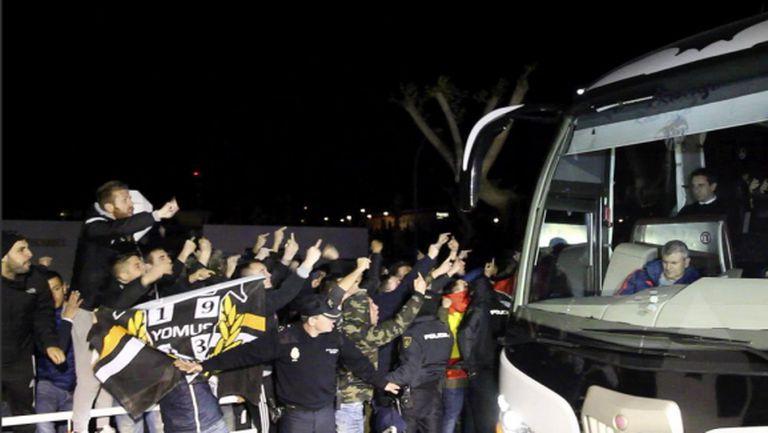 Двеста души обиждаха играчите на Валенсия посред нощ (видео)