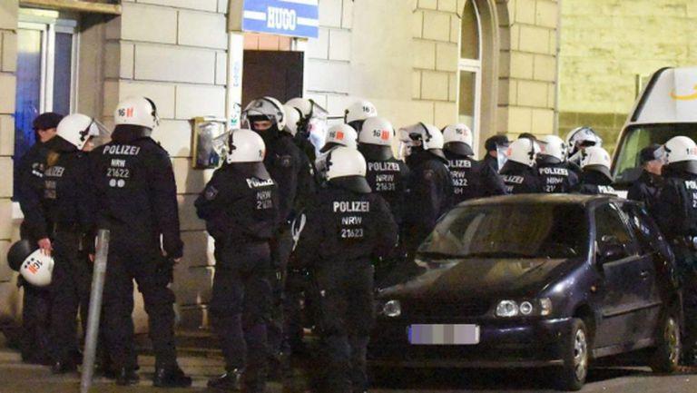 Хулигани от Шалке раниха 23 полицаи