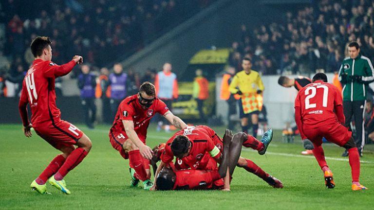 Вижте как Бодуров и компания празнуват в съблекалнята след победата срещу Ман Юнайтед (видео)