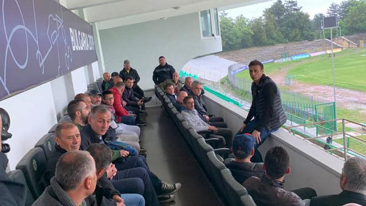 Бербатов продължава с обиколката си, срещна се с отборите от Варна и още 6 града