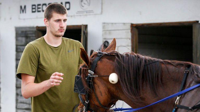 Йокич се завърна в Сърбия и моментално стопли сърцата на всички 🏇