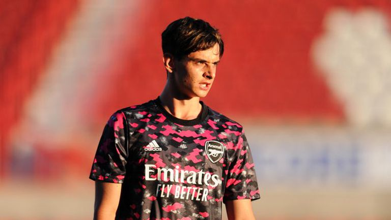 Артета може да извика 17-годишен талант в първия отбор на Арсенал заради интерес от Барселона