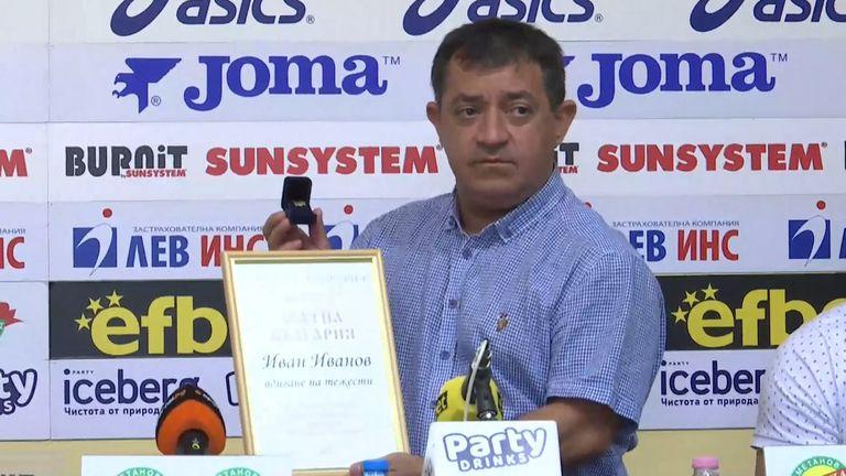 Легендарният Иван Иванов с награда по повод 50-годишния му юбилей