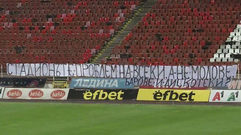 """""""Червените"""" фенове оставиха транспарант с въпроси за затворените стадиони"""