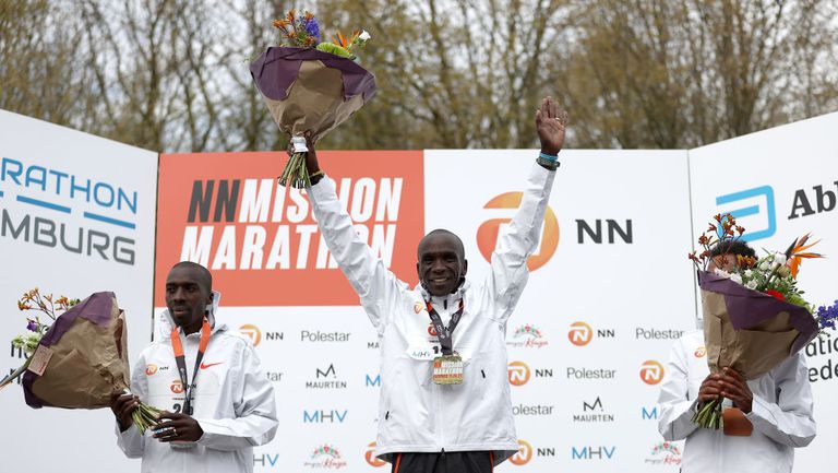 Кипчоге спечели със солиден резултат маратона на Хамбург, който се проведе на летището в Твенте
