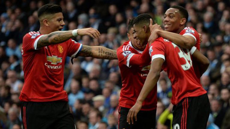 Maн Юнайтед отказа градския съперник от титлата и го подгони за топ 4 (видео)
