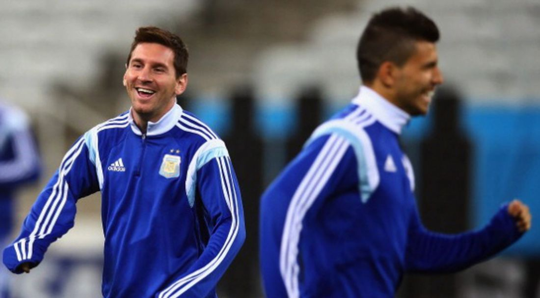 Агуеро щастлив от завръщането на Меси за Аржентина