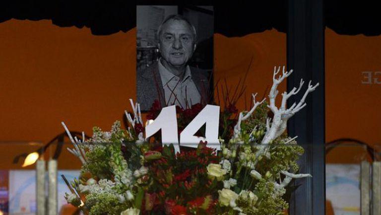 Вижте емоционалното прощаване с Йохан Кройф в Амстердам (видео)