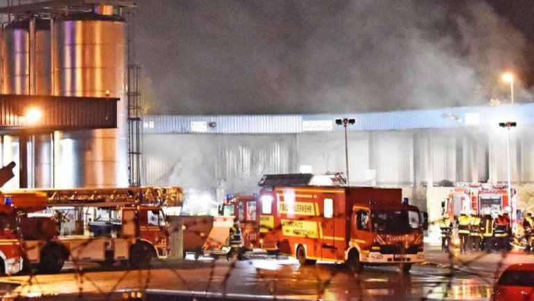 "80 пожарни коли спасиха ""Алианц Арена"""