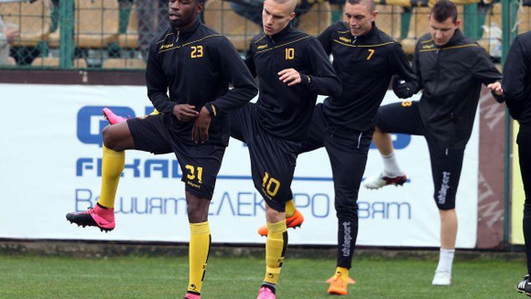 Само тримата национали не участваха в днешната тренировка на Ботев