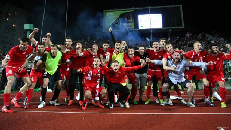 ЦСКА изкрещя: Живи сме и ще ни има!