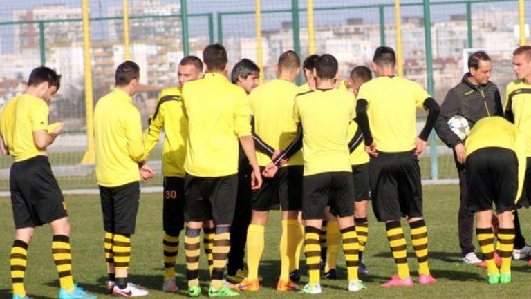 Ботев (Пловдив) отпътува за София с 18 футболисти, двама титуляри аут за Левски