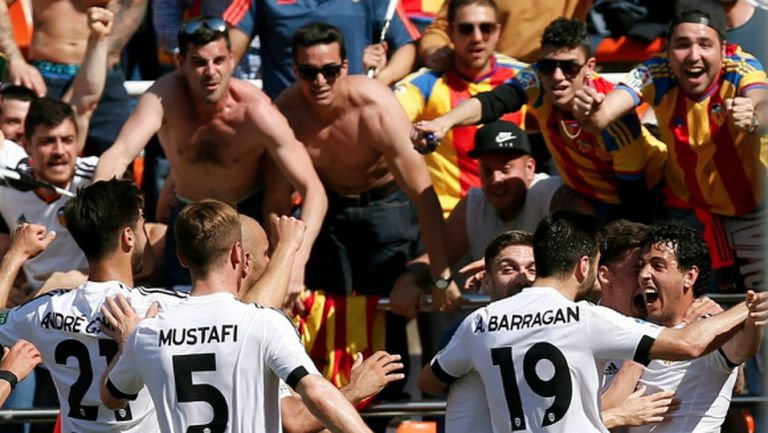 Валенсия сломи Севиля със спорен гол в края (видео)