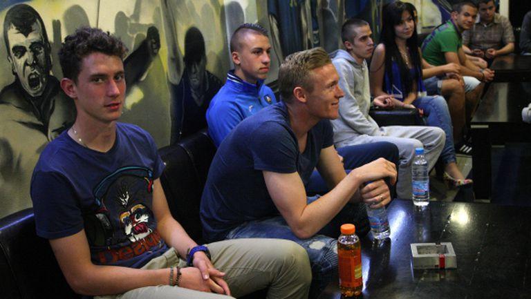 Трима футболисти на Левски се срещнаха с феновете