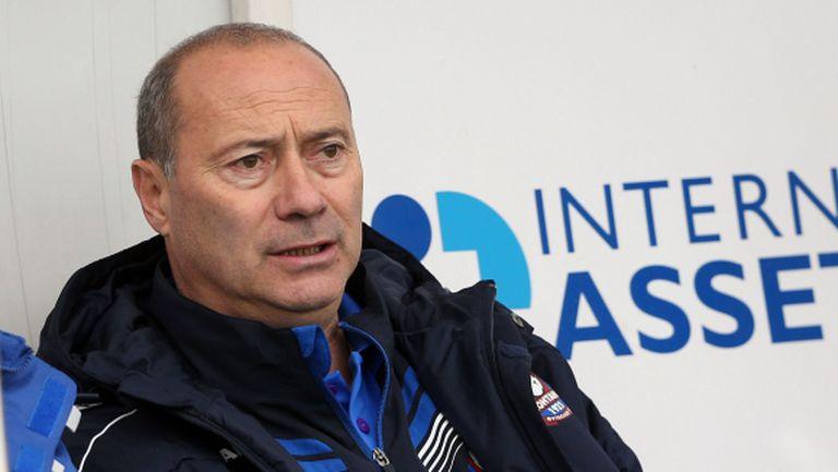 """Голям екшън на """"Герена"""": Кокала налетя с бухалка на треньор на Левски"""