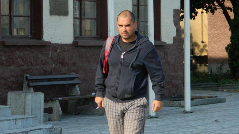 Ултраси биха журналист преди Левски - Лудогорец, взеха му фланелката