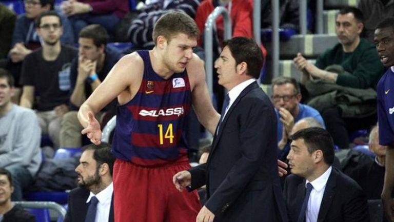 Треньорът на Везенков се насочва към изхода