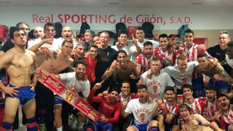 """Спортинг Хихон празнува в стил """"Реал Мадрид"""""""