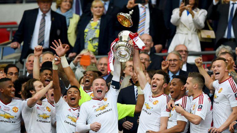 С човек по-малко и след продължения Юнайтед спечели първи трофей с Ван Гаал (видео и галерия)
