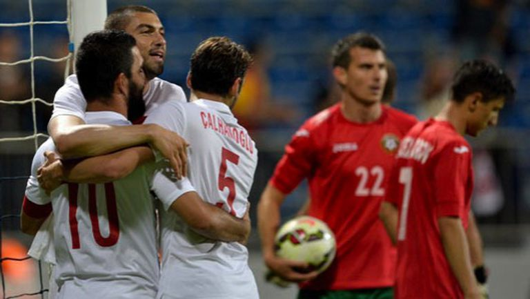 Турция разпиля България с 4:0 за едно полувреме (видео)