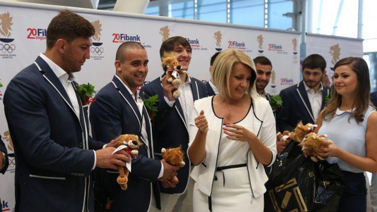 С плюшени лъвчета за късмет изпратиха спортистите ни за Баку (ВИДЕО + ГАЛЕРИЯ)
