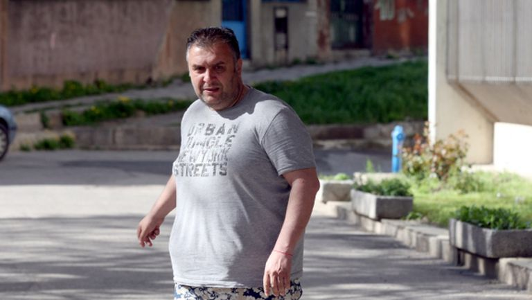 Феновете на ЦСКА подкрепиха с две ръце Васил Божков, скочиха на Дучето