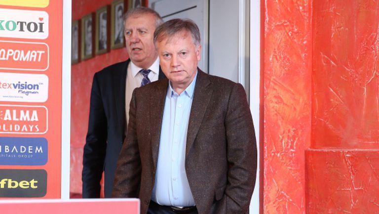 Петър Манджуков и Юлиян Инджов обявяват бъдещето на ЦСКА
