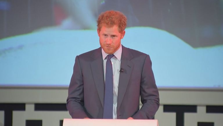 Принц Хари на откриването на СП по ръгби
