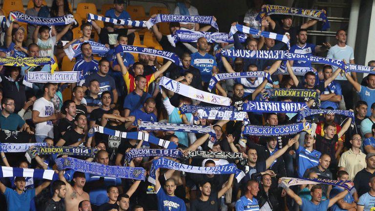 """""""Синята агитка"""" с мощна подкрепа за  Левски в Бургас срещу Поморие"""