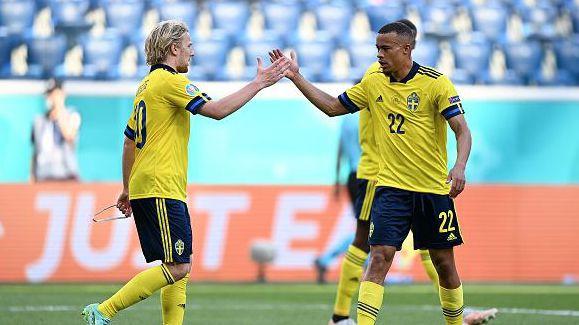 Швеция поведе на Словакия след гол от дузпа
