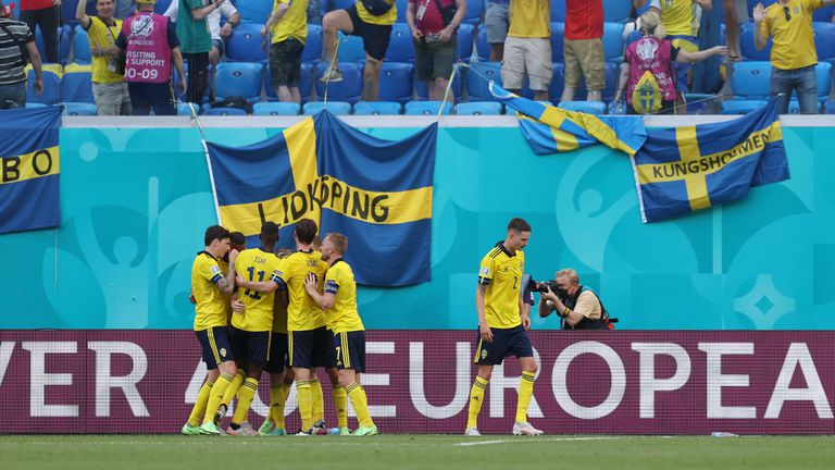 Швеция заплете интригата в група Е