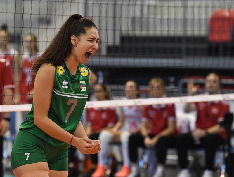 Елена Коларова
