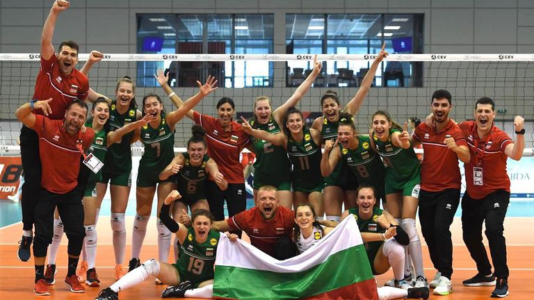 България с феноменален обрат срещу Турция от 0:2, за да спечели бронз на Евроволей U16 🏐