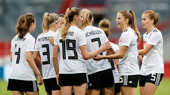 Тежко поражение за женския национален отбор по футбол в Германия