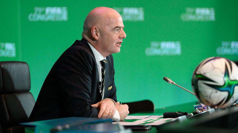Босът на ФИФА също поздрави Борислав Михайлов