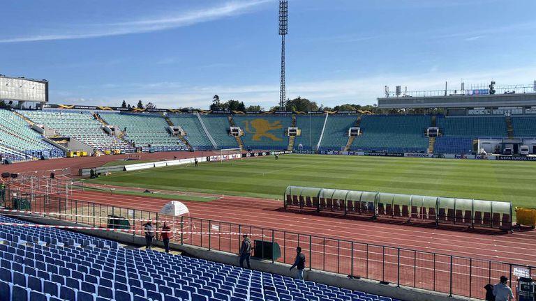 Отварят стадионите и залите за публика, но е необходим зелен сертификат