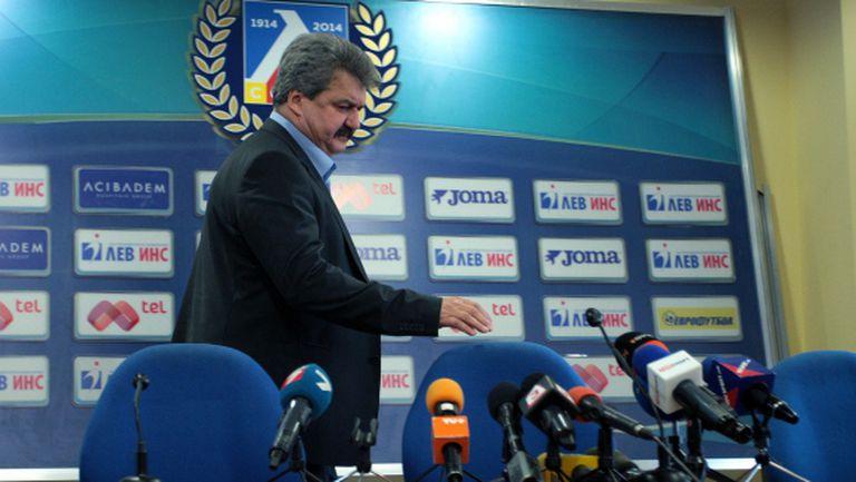 Тодор Батков сдава властта в Левски днес?
