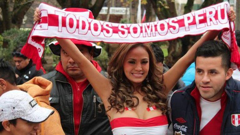 Гореща перуанка се съблече в чест на любимия отбор (видео)