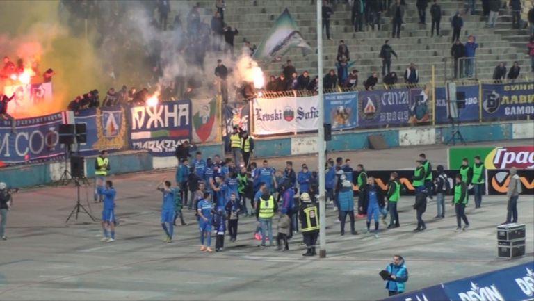 Радост след победата на Левски над Локо Пд