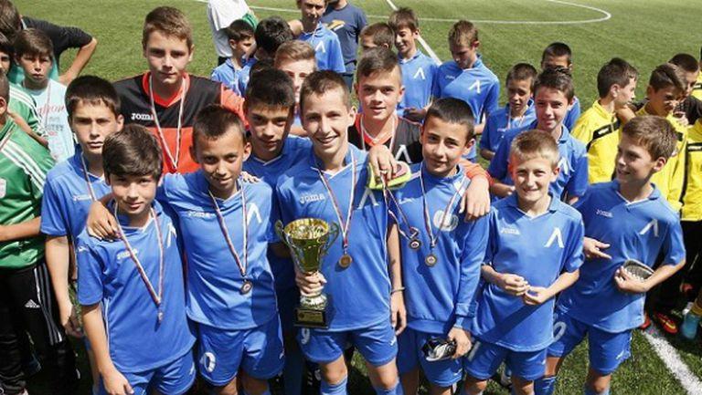 Децата на Левски и Ботев спечелиха турнир в памет на Гунди