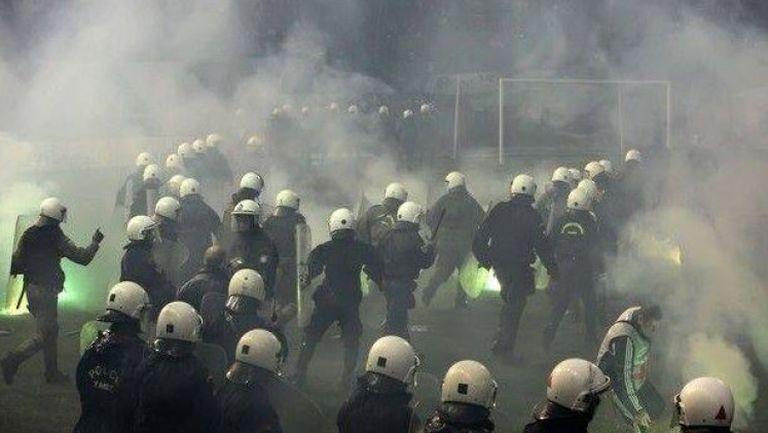 Масови безредици преди Панатинайкос - Олимпиакос, сблъсъци с полицията насред Атина
