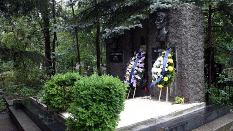 Тимът на Левски почита паметта на Гунди и Котков