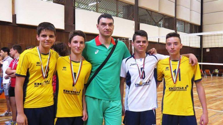 Национали наградиха млади волейболисти във Варна (СНИМКИ)
